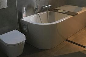 Betonlook badkamer plaatsen Wetterkrite Goutum