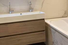 Badkamer met marmerlook Leeuwarden